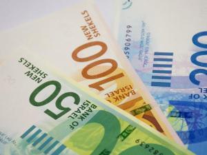 المالية تنفي تحديد موعد صرف رواتب موظفي السلطة
