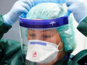 كيف تعرف إذا كنت مصابا بفيروس كورونا المستجد.. وماذا تفعل؟