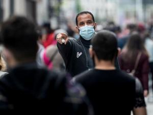 إصابات كورونا حول العالم تتجاوز 90 مليونا