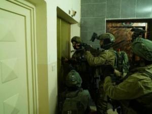 مداهمات لمنازل المواطنين في رام الله واعتقالات لعدد من الشبان