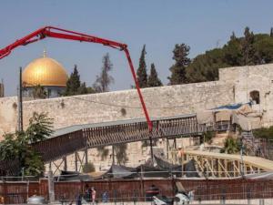 أكثر من 100 حفرية إسرائيلية أسفل القدس والأقصى