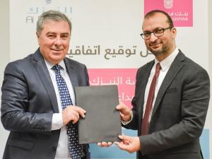 بنك فلسطين يوقع اتفاقية شراكة إبداعية مع مؤسسة النيزك لتعزيز الإبتكار لدى الشباب والأطفال في فلسطين