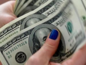 اسعار الدولار تسجل تراجعا عالميا لليوم الثالث على التوالي