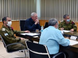 نتائج اجتماع غانتس مع كوخافي حول الهجوم على السفينة الإسرائيلية