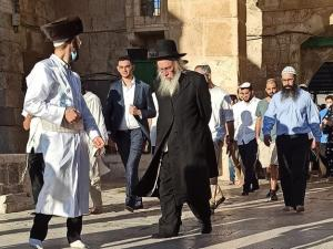 ضباط إسرائيليون يشاركون باقتحام الأقصى.. وتصعيد في جنين