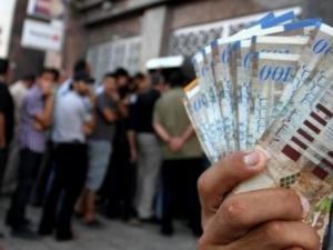 العسيلي ينفي تحديد موعد لصرف رواتب موظفي السلطة في غزة و الضفة