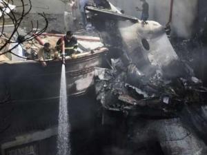 الناجي من تحطم الطائرة الباكستانية يروي تفاصيل مروعة لتحطم الطائرة ومصرف 100 شخص