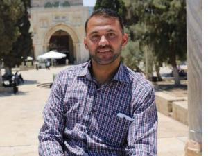 قوات الاحتلال تعتقل الصحفي طارق أبو زيد من منزله في نابلس