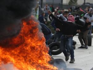 مواجهات مع الاحتلال في البيرة ومخيم العروب واعتقالات في الضفة تطال 17 مواطناً