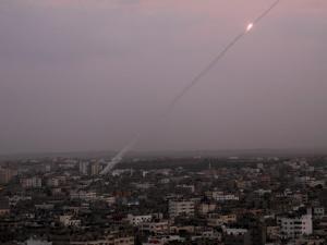 إسرائيل طلبت من مصر وقطر التدخل لوقف التوتر بغزة
