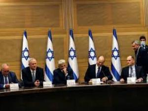 أعضاء كنيست يطالبون غانتس بالتراجع عن قراره بشأن مؤسسات فلسطينية