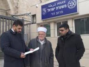 الاحتلال يبعد الشيخ عكرمة صبري عن المسجد الاقصى