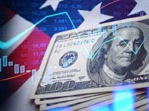 خبير مالي يتوقع انهيار هيمنة الدولار العقد القادم