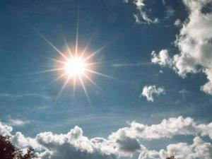 الطقس: جو غائم جزئيًا وحرارة أعلى من معدلها