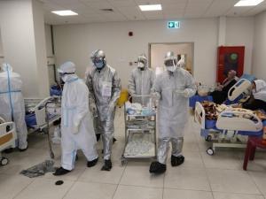 """الصحة: 8 وفيات و358 إصابة جديدة بفيروس """"كورونا"""""""