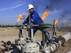 لماذا انهارت أسعار النفط؟