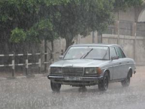 منخفض جوي يضرب فلسطين: أمطار غزيرة وتحذيرات من خطر التزحلق