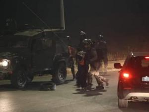 اعتقالات وإصابات بمواجهات مع الاحتلال على المدخل الشمالي للبيرة