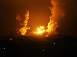 سلسلة غارات على أهداف في قطاع غزة