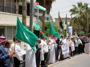 """آلاف الأردنيين يحتشدون قرب سفارة """"إسرائيل"""" دعما لفلسطين"""