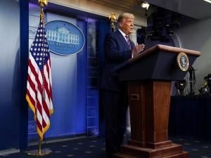 """شبكات تلفزيونية تقطع بث كلمة ترامب """"المليئة بالأكاذيب"""""""