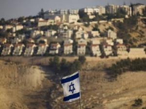 """كاتب إسرائيلي: """"أملاك الغائبين"""" قانون لنهب الفلسطينيين"""