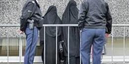 هولندا تمنع ارتداء النقاب