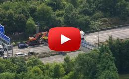 Embedded thumbnail for جسر ينهار فوق شاحنتين في بريطانيا