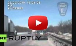 Embedded thumbnail for  شرطي المرور ينقذ سائقا من موت محتم