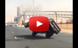 Embedded thumbnail for شاب متهور يستعرض بسيارته في  شوارع دبي