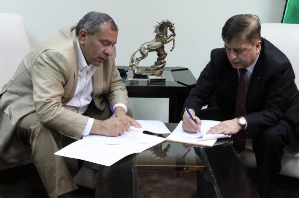 توقيع اتفاقية تجهيز غرفتي عمليات جراحية في مجمع فلسطين الطبي
