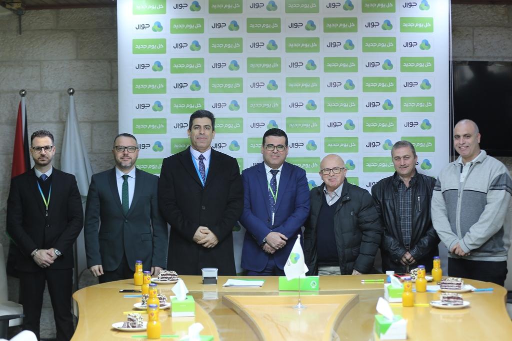 جوال توقع اتفاقيّتي دعم وتعاون مع بلدية الشوكة برفح وجمعية الشبان المسيحية بغزة