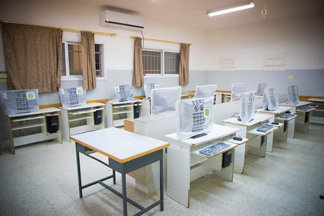 بنك القدس يقدم دعمه لتجهيز مختبر حاسوب لمدرسة ذكور عتيل الثانوية