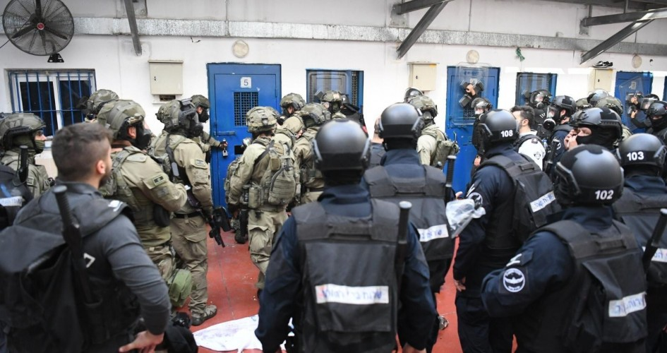 نادي الأسير: أسرى عوفر يواصلون إضرابهم حتى التوصل لحلول بعد اقتحام الأمس