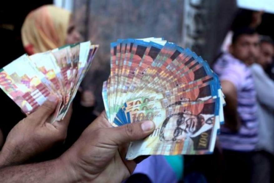 """""""إسرائيل"""" تخصم 13 مليون شيكل من أموال السلطة الفلسطينية"""