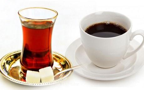 الشاي أم القهوة.. أيهما أفضل لتنشيط الجسم؟