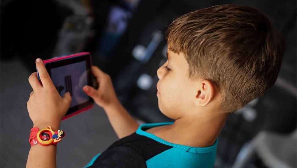 حملة وتطبيق لمحاربة إدمان الأطفال على الأجهزة المحمولة