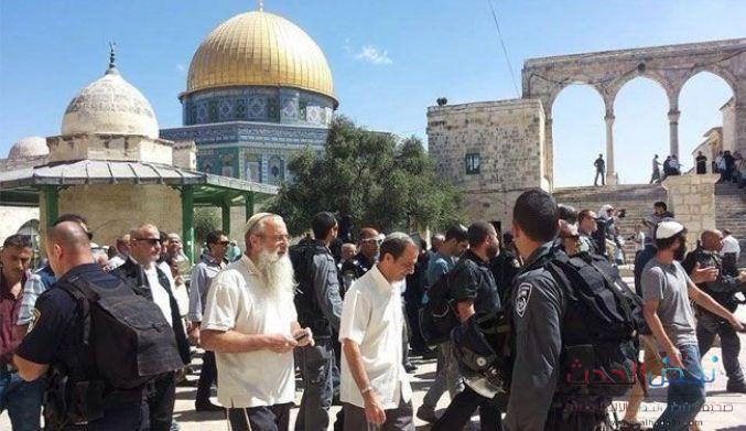 """حراس الأقصى يتصدون لاعتداء الاحتلال على منطقة """"باب الرحمة"""""""