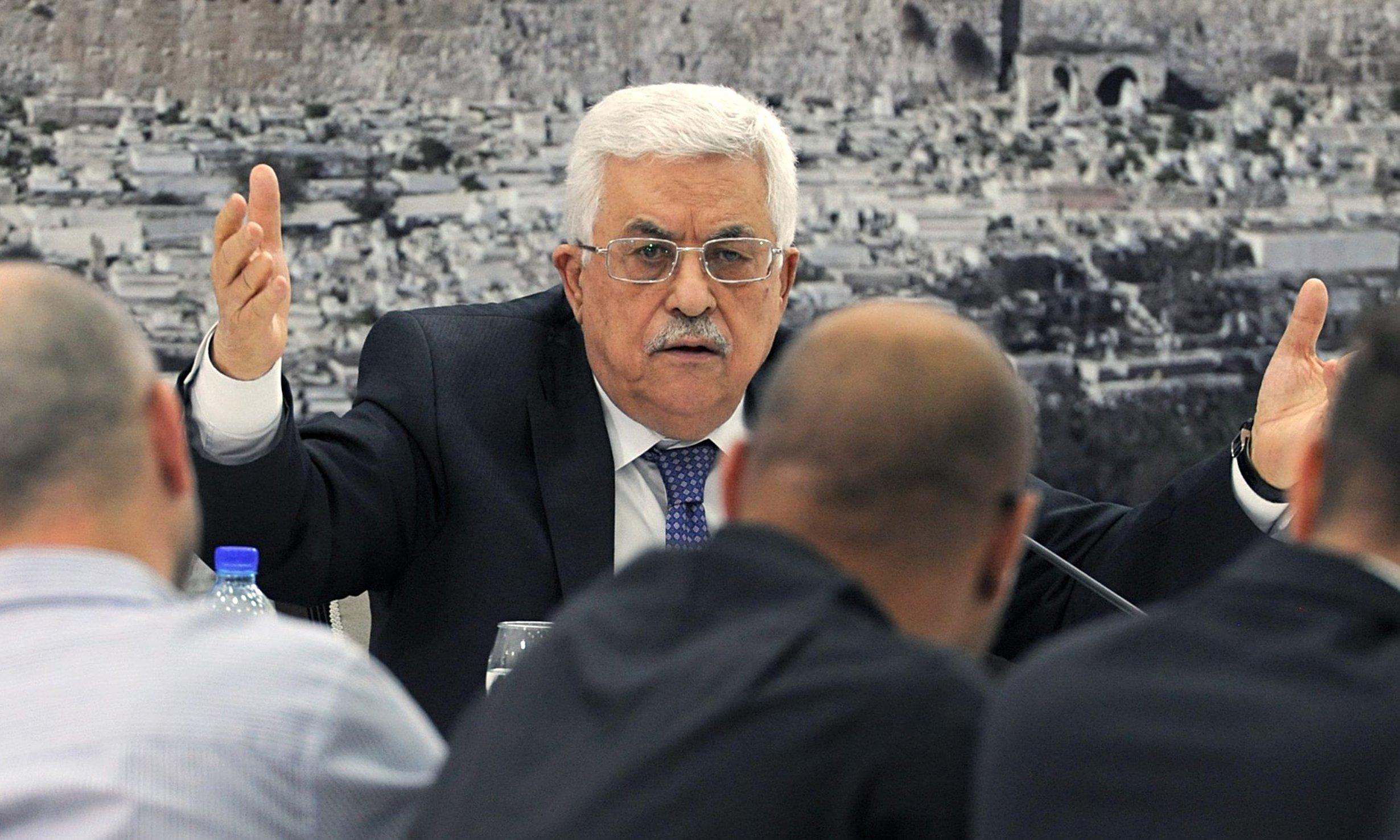 الرئيس عباس: يدعو الى قطع  العلاقات الدبلوماسية مع واشنطن وإغلاق السفارات وطرد السفراء