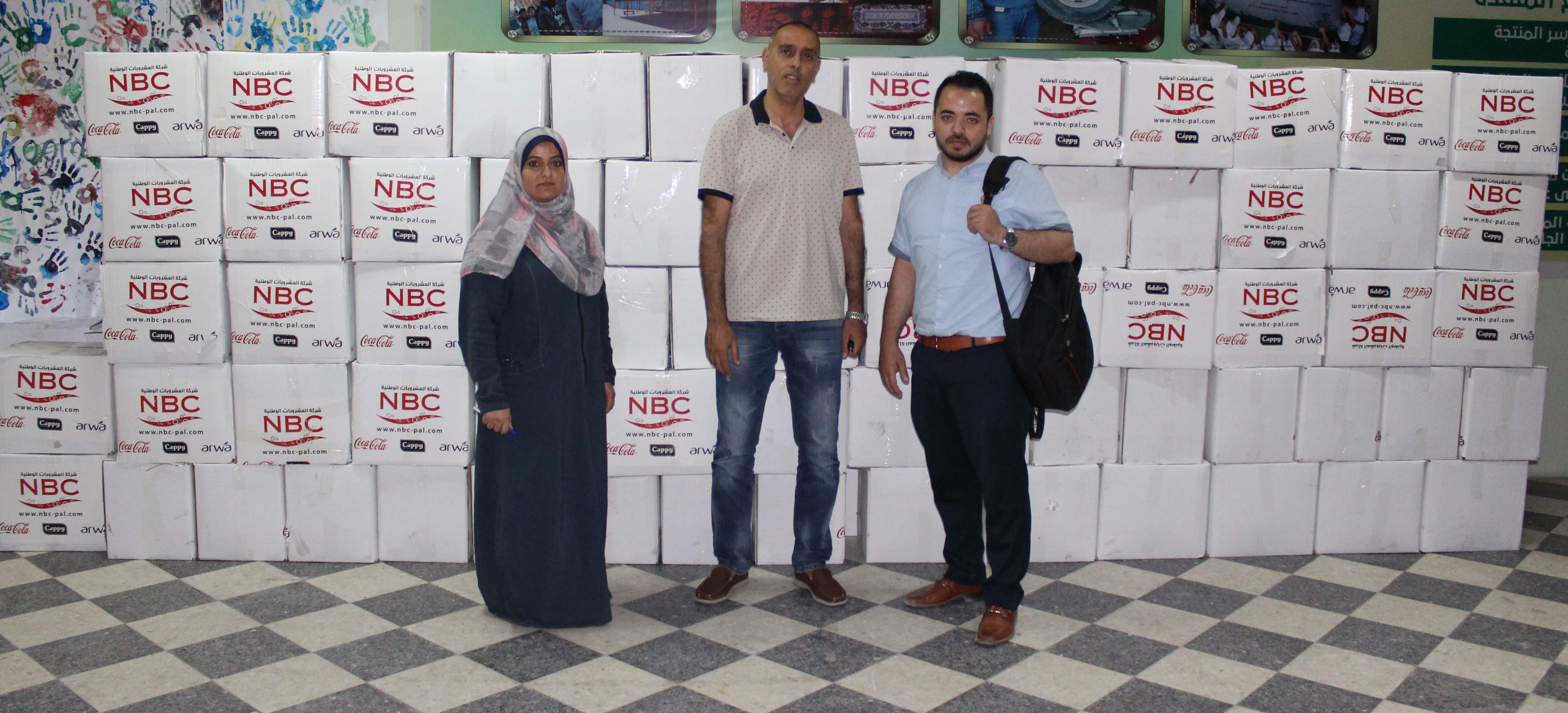 المشروبات الوطنية تقدم مئات الطرود الغذائية للأسر الفقيرة في غزة وطولكرم وكفر زيباد