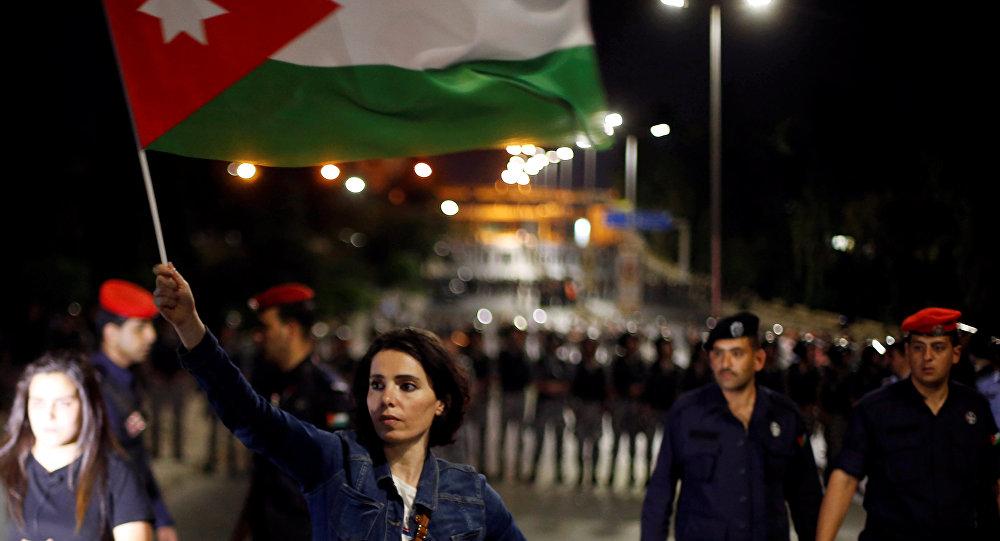 """بدل """"السترات الصفراء"""".. """"الشماغات الحمر"""" لاحتجاجات الأردن"""