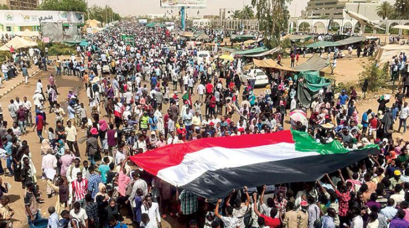 دعوات لحماية الثورة والتصدي لمحاولات الجيش فض اعتصام الخرطوم
