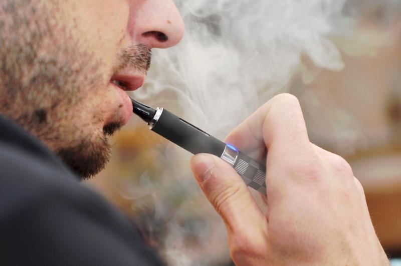 دراسات توضّح مدى ضرر السجائر الالكترونية والشيشة!