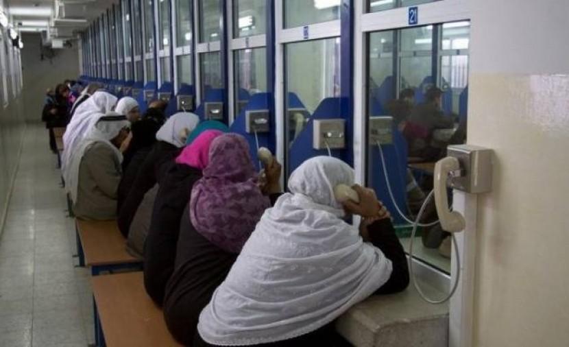 الشاباك يسمح لاسرى حماس من غزة بإجراء مكالمات مع عائلاتهم