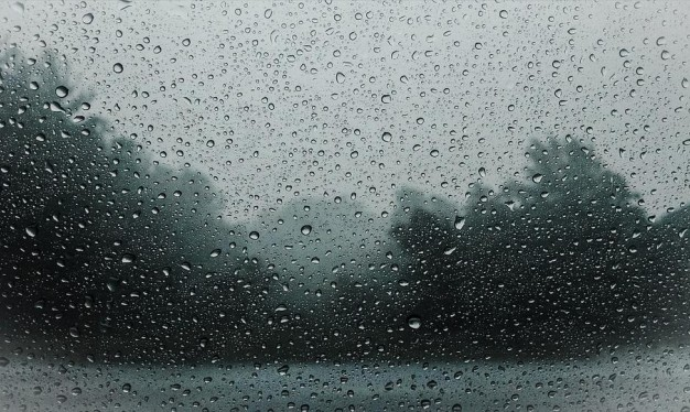 الأيام القادمة تتأثر بمنخفض جوي وأمطار غزيرة