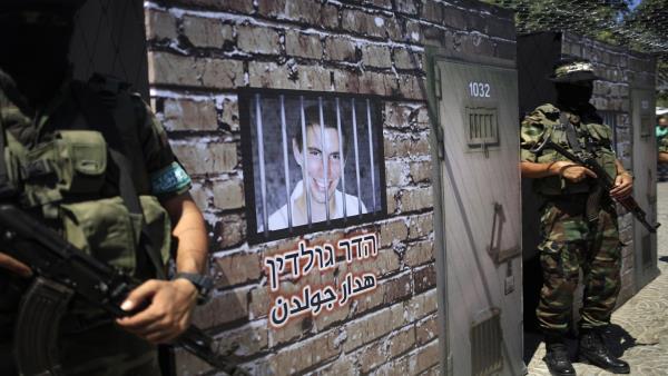 """صحيفة: """"حماس"""" تقبل بمصر وسيطاً وحيداً في مفاوضات تبادل الأسرى"""