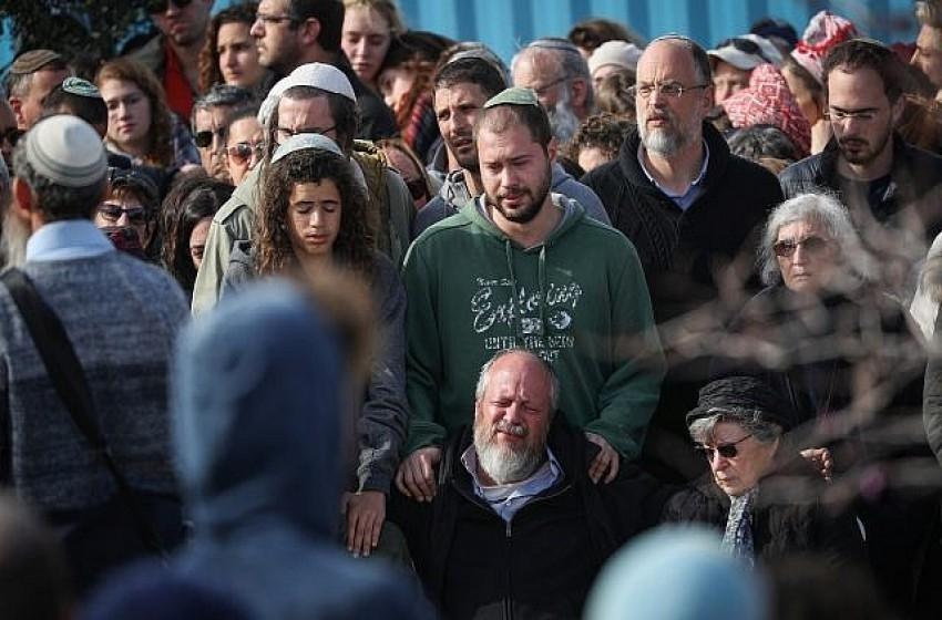 """وفد فلسطيني يقرر تعزية عائلة المستوطنة القتيلة """"أنسباخر"""""""