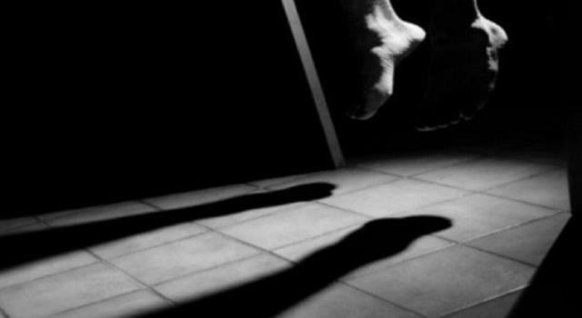 رام الله: رجل خمسيني قضى معلّقًا ومشنوقًا بحبل داخل منزله