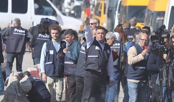 (فيديو) إصابات بصفوف الصحافيين على حاجز قلنديا