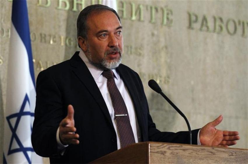 ليبرمان: أبو مازن يسعى لجرنا إلى مواجهة مع حماس